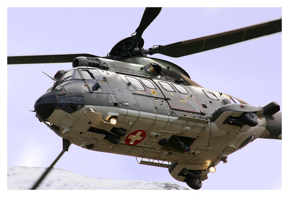 Fliegerschiessen in der Schweiz über der Axalp (1)
