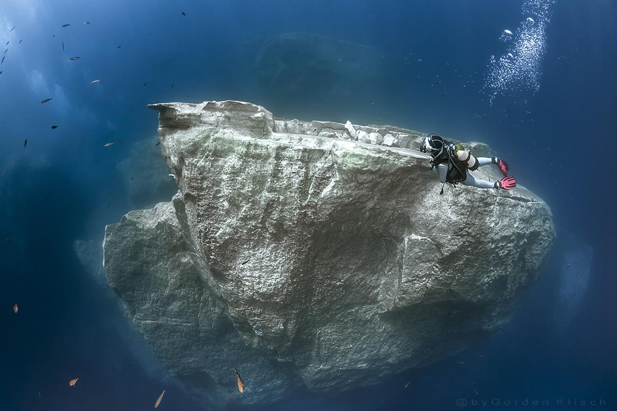 Flight over the Azur boulders