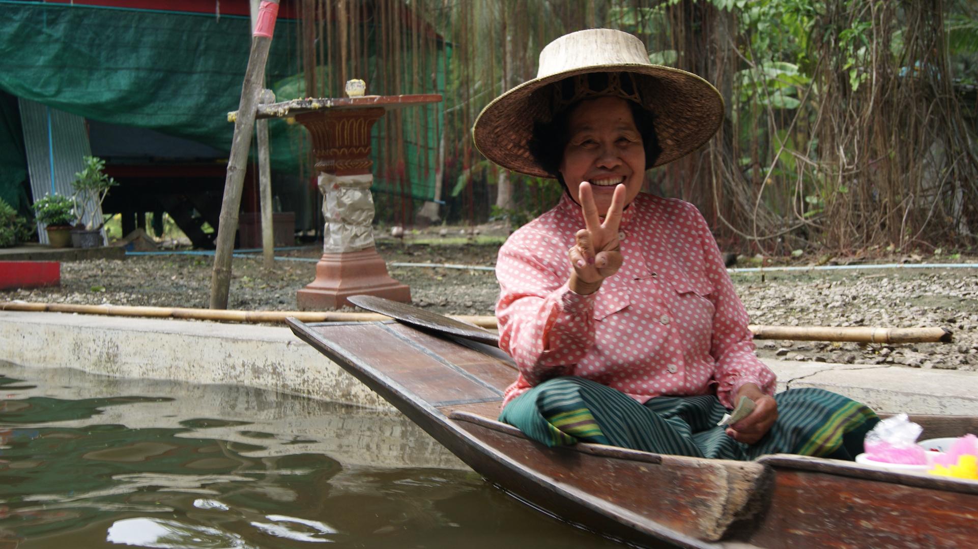 Floating market people