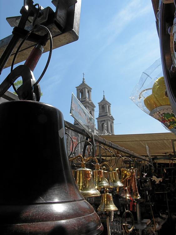 Flohmarkt vor der Kirche