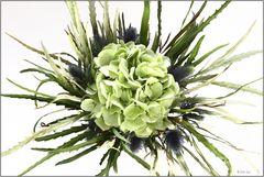 Flower arrangement in green and blue 0422