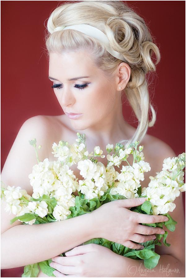 flowers are girls best friends foto bild portrait portrait frauen indoor bilder auf. Black Bedroom Furniture Sets. Home Design Ideas