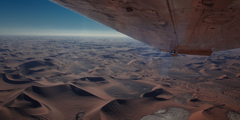 Flug über die rote Namib...