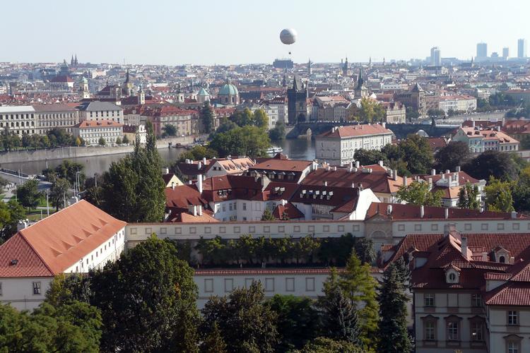 Flug über Prag