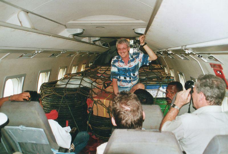 Flug zum Ausgangspunkt der Irian Jaya Expedition...