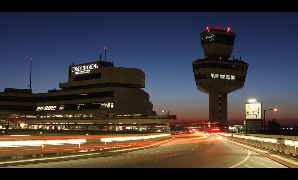 Flughafen Berlin Tegel Foto U0026 Bild | Architektur Architektur Bei Nacht Motive Bilder Auf ...
