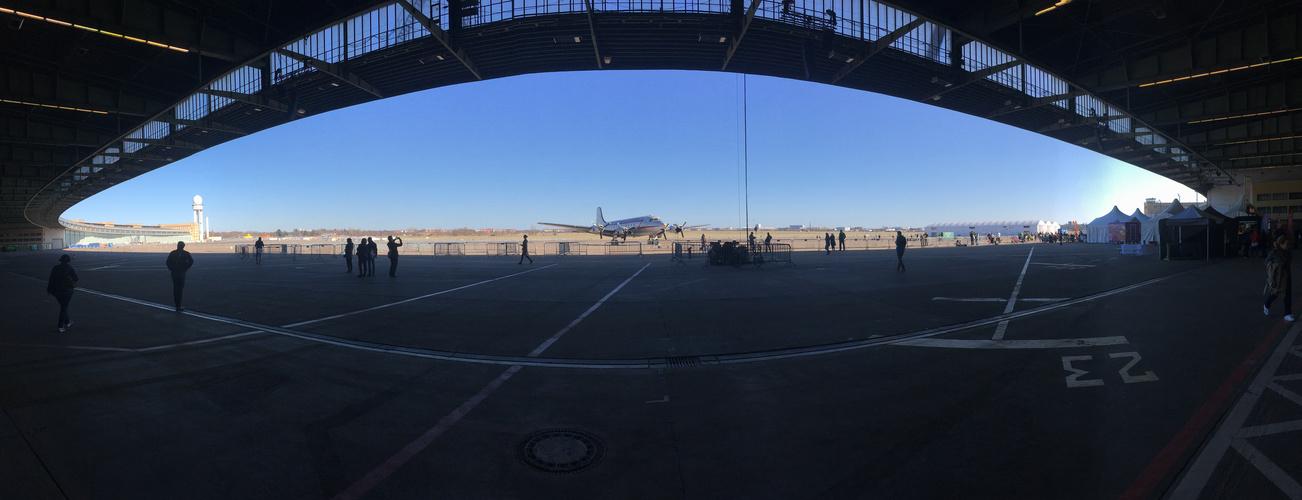 Flughafen Berlin-Tempelhof – an einem Tag im April