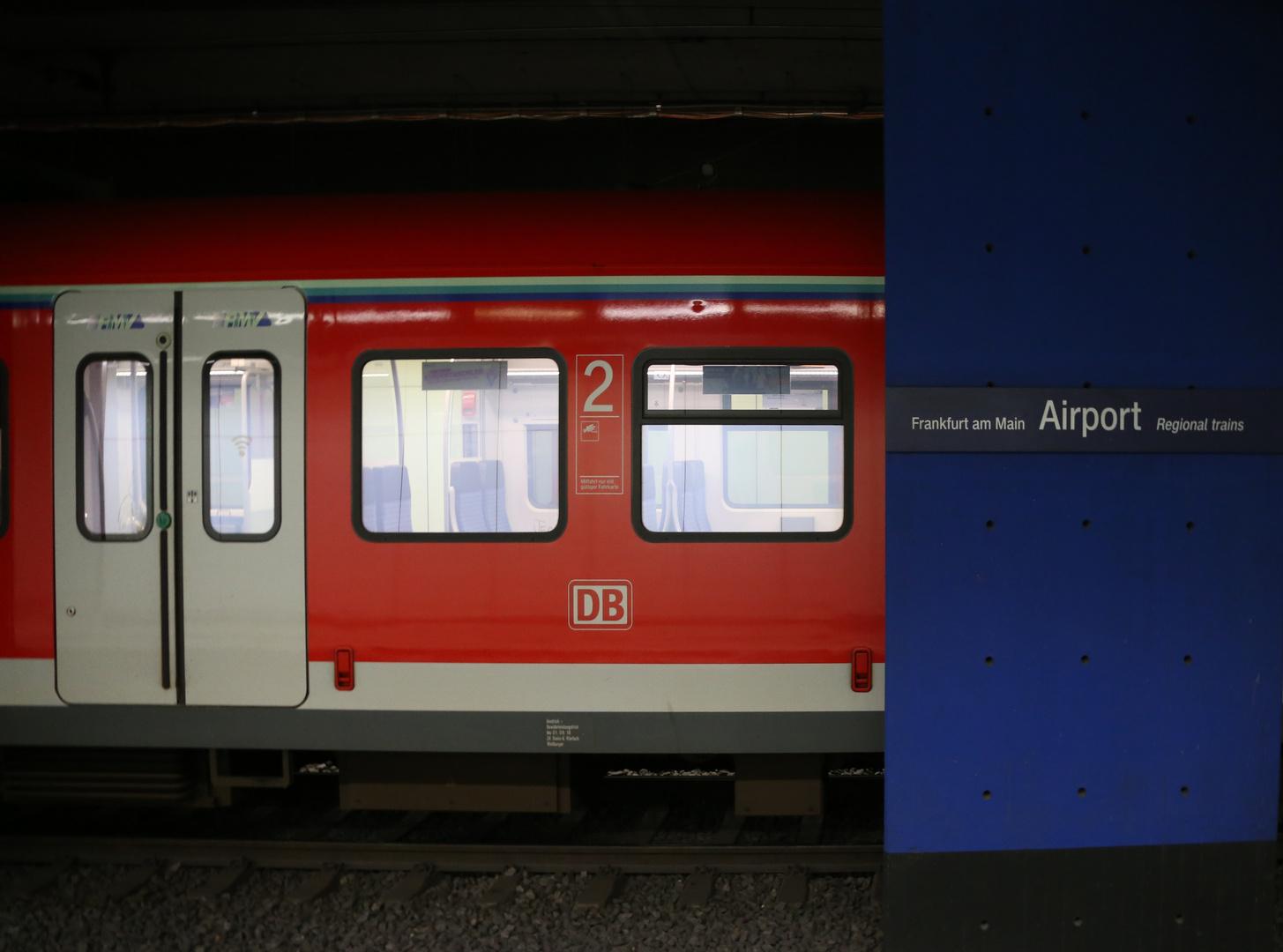 Flughafen Frankfurt Regionalbahnhof Corona Foto Bild Bilder World Dokumentation Bilder Auf Fotocommunity