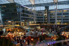 Flughafen München Airport Center Weihnachtsmarkt 2014 .....