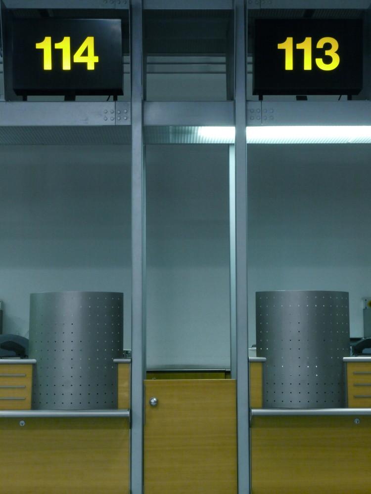 "Flughafen Stuttgart - ""check in"""