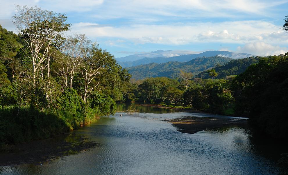 Fluss bei Dominical/CR