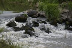 Fluss Wehr