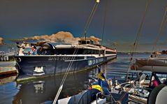 Flusskreuzfahrtschiff auf Hiddensee