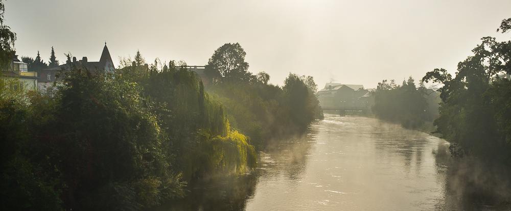 Flusslauf am Morgen