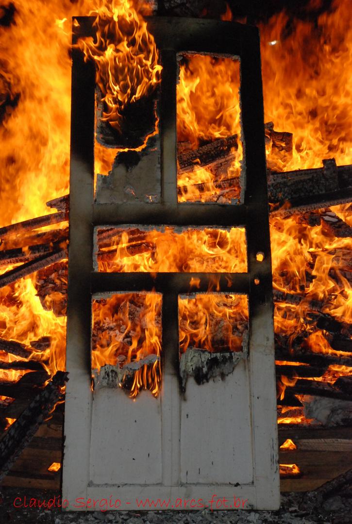 fogo na porta