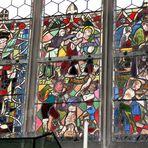 Folterknechte im Kirchenfenster von St. Martin