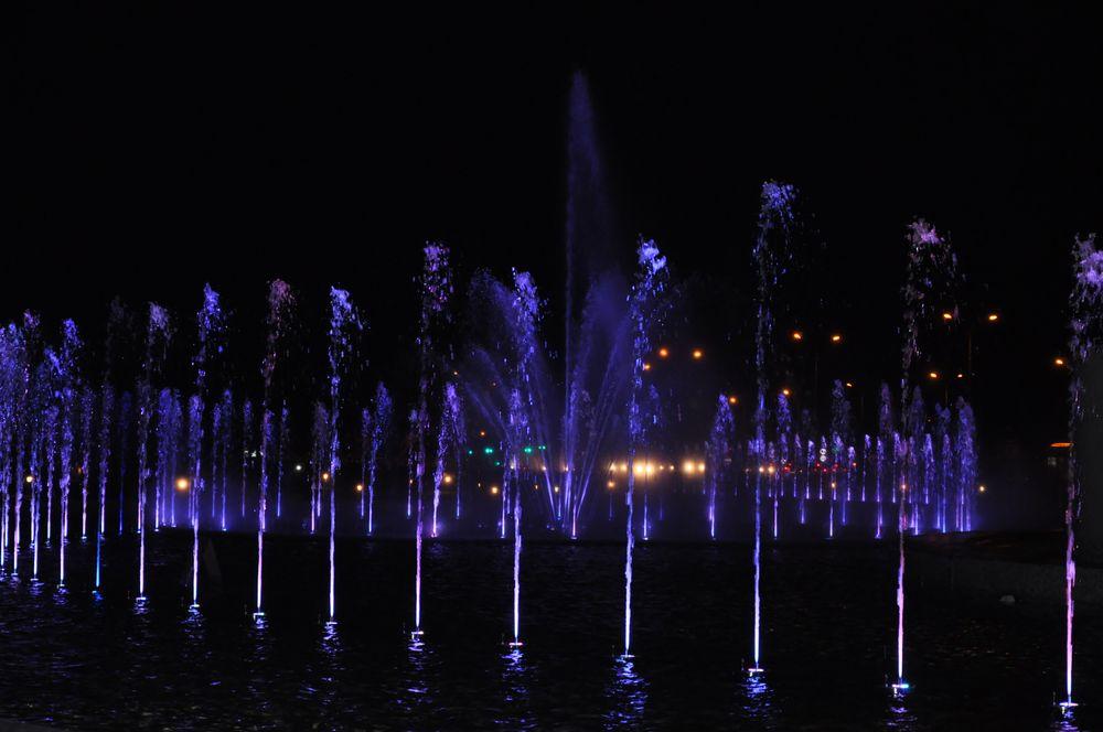 Fontänen Brunnen bei Nacht