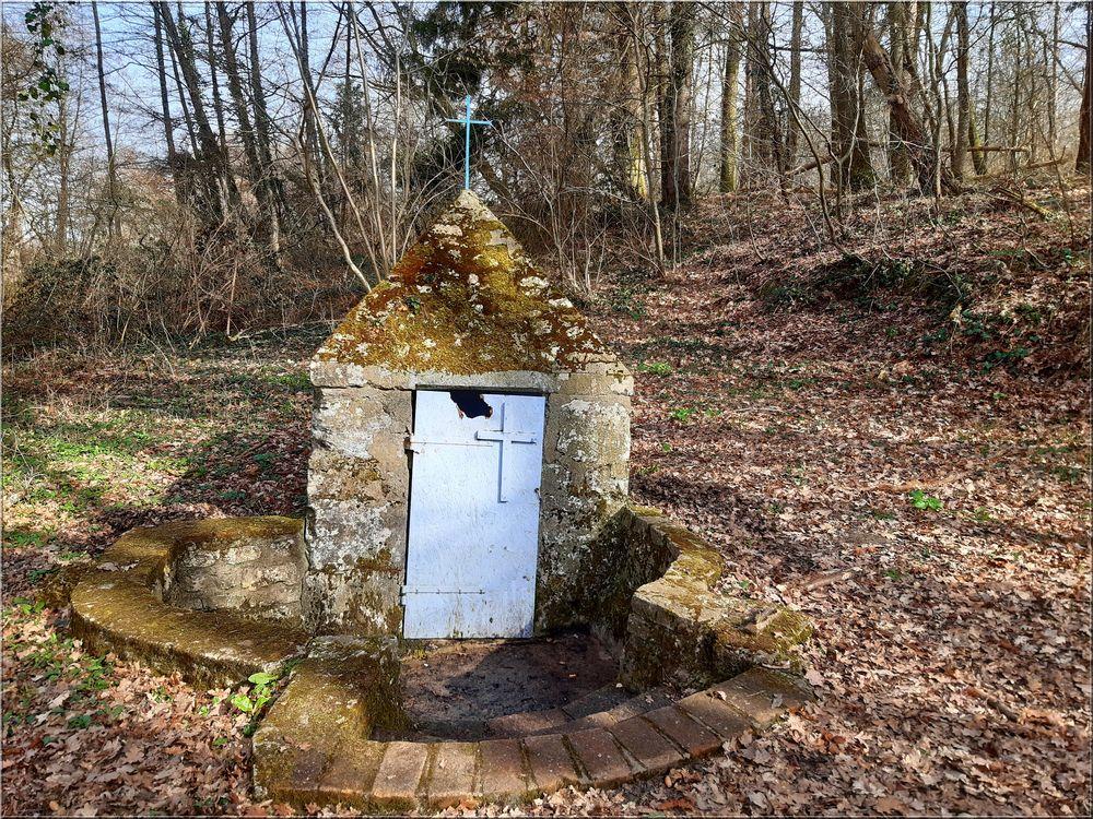 ..Fontaine Ste Radegonde à .Chambon la forêt..