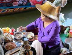 food on the floating market