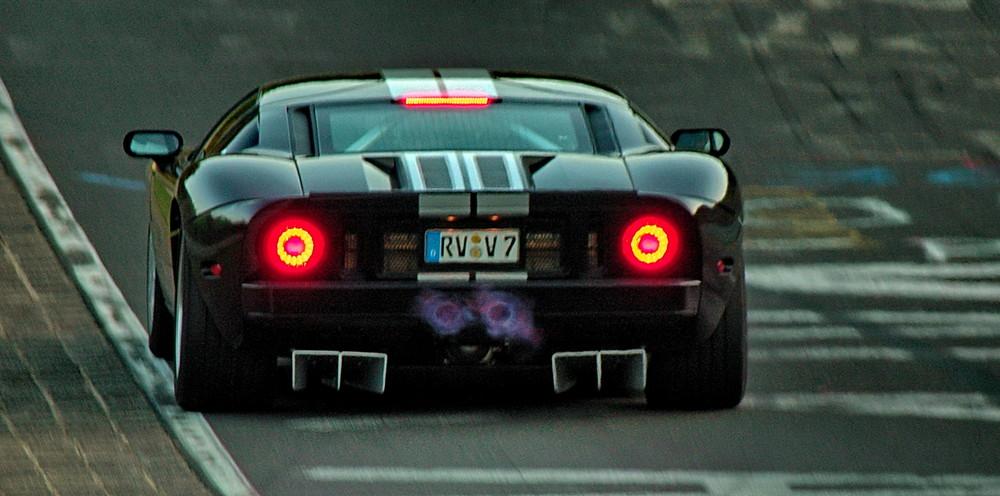 Ford GT beim einheizen...