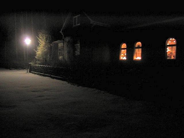 Forsthaus in der Dunkelheit