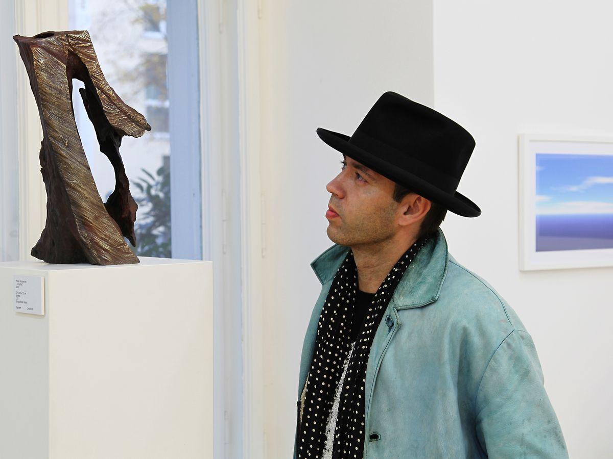 """Foto: Manfred Carpentier Maler + Bildhauer Mané Wunderlich Skulptur  Bronze """"1zigartig"""""""