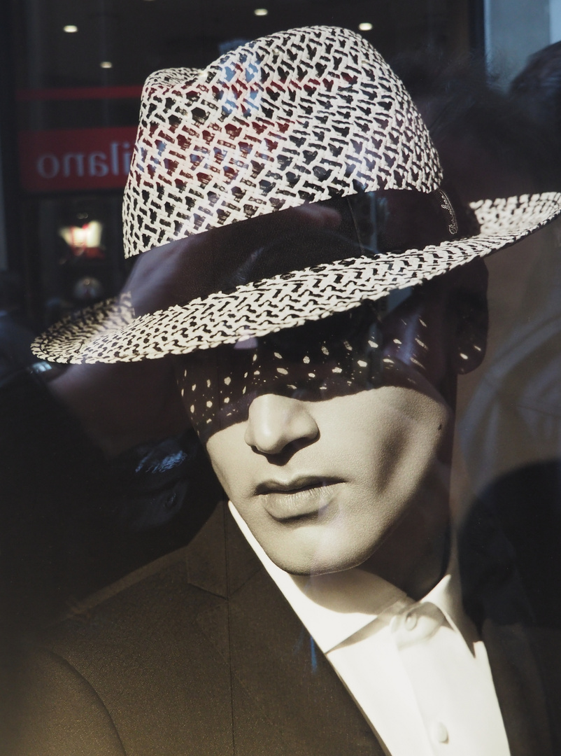 foto von berühmten foto in einem Schaufenster der Galerie in Mailand