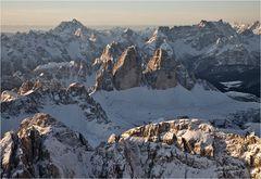 Fotografiert von Baron Robert, hoch über den Dolomiten lautlos schwebender ...