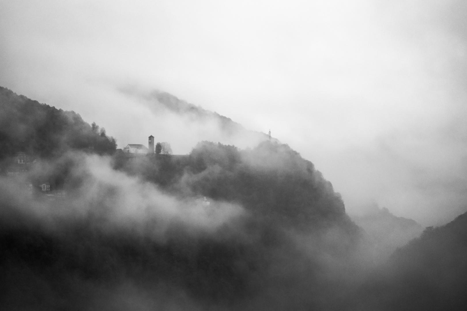 Fra le nubi