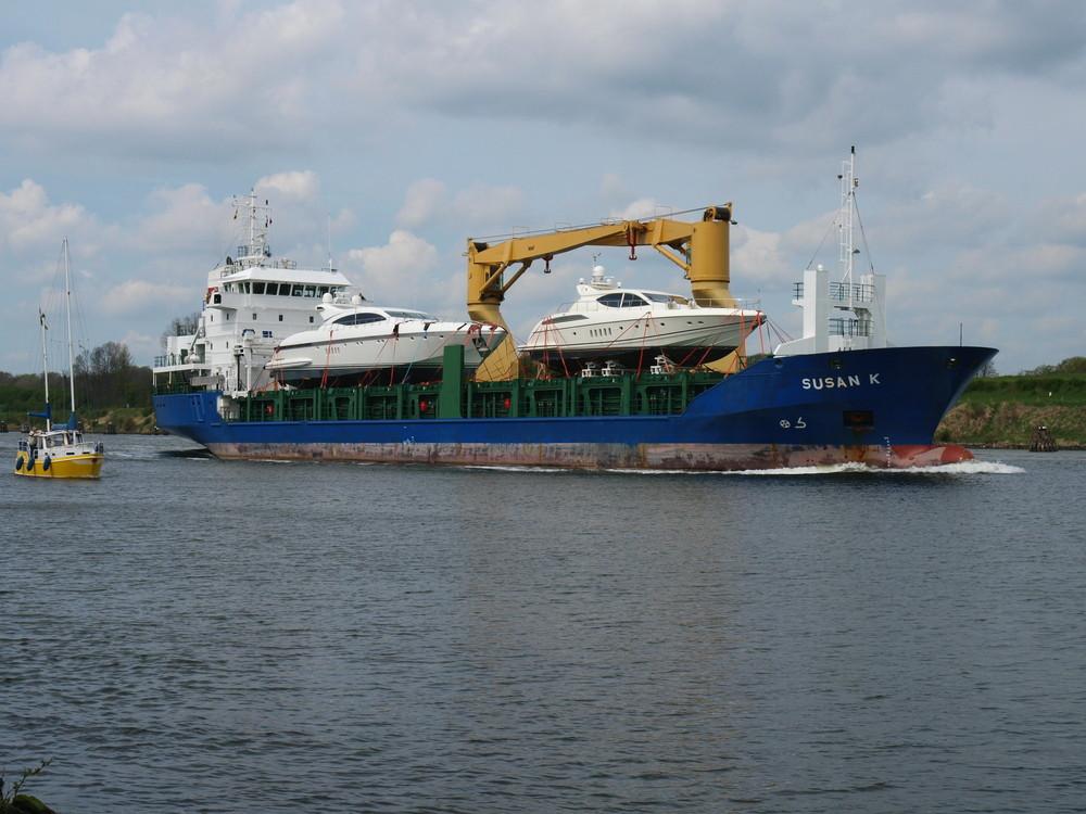 Frachter SUSAN K mit einer besonderen Fracht auf dem Nord-Ostsee-Kanal