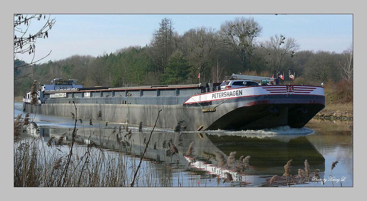 Frachtschiff auf den Mittellandkanal