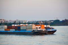 Frachtverkehr auf dem Rhein