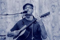 Frank Plagge - solo acoustic blues and the stinky finger