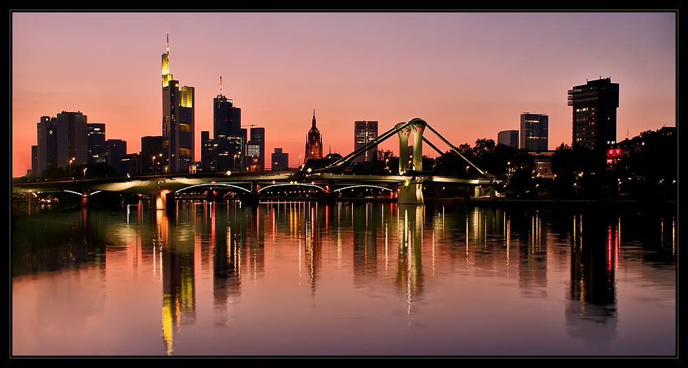 Frankfurt - Abend über der Skyline