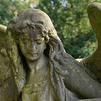 Frankfurt am Main, Hauptfriedhof: Der Engel mit den großen Flügeln 01