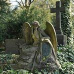 Frankfurt am Main, Hauptfriedhof: Der Engel mit den großen Flügeln 02