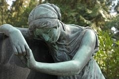Frankfurt am Main, Hauptfriedhof: Enge Verbindung