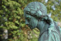 Frankfurt am Main, Hauptfriedhof: Engel – Blick 01