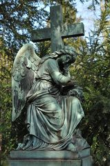Frankfurt am Main, Hauptfriedhof: Engel und Kreuz