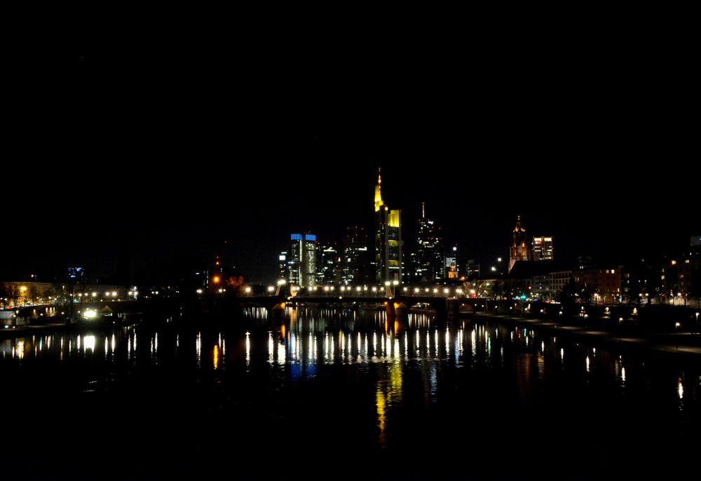 Frankfurt am Main: Skyline bei Nacht