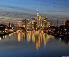 Frankfurt a.M Skyline @ Dämmerung