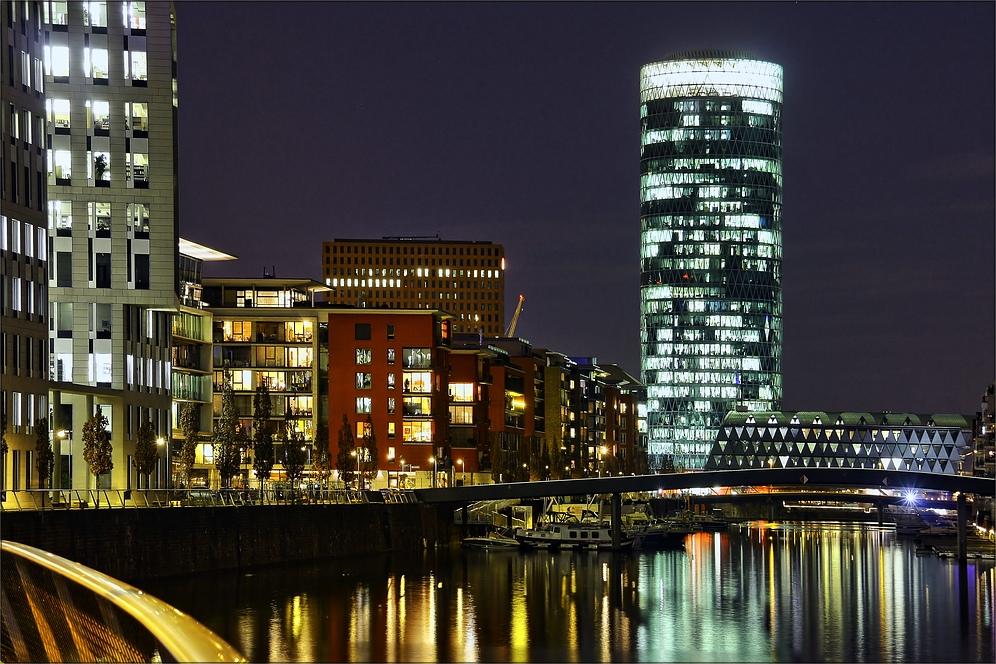 * Frankfurt bei Nacht *