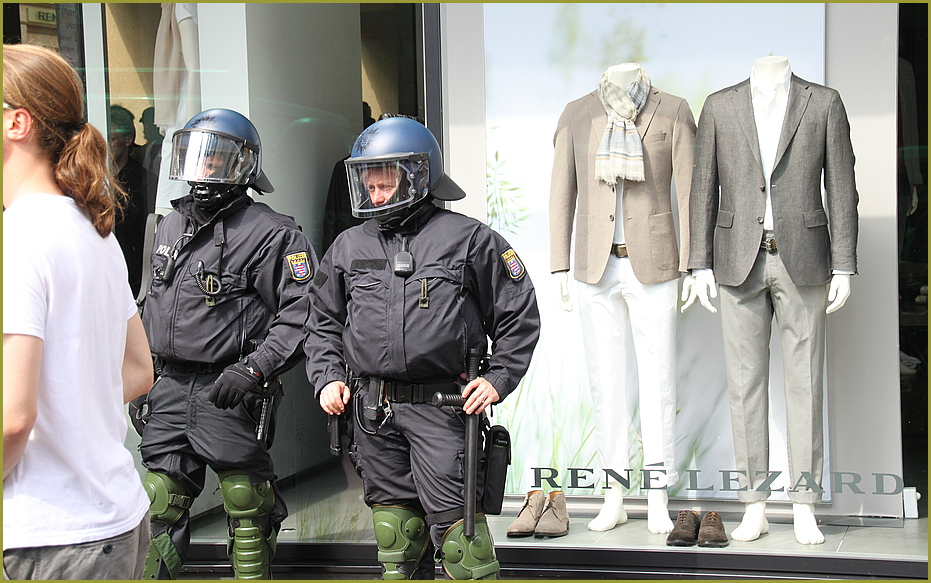 FRANKFURT BLOCKUPY 2012- 2015 ? OVER DRESSED