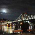 Frankfurt Eiserne Steg in der Nacht