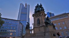 "Frankfurt, Goethe-Platz (Frankfurt, la plaza ""Goethe-Platz"")"
