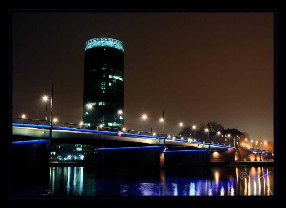 Frankfurt Main bei Nacht und Nebel