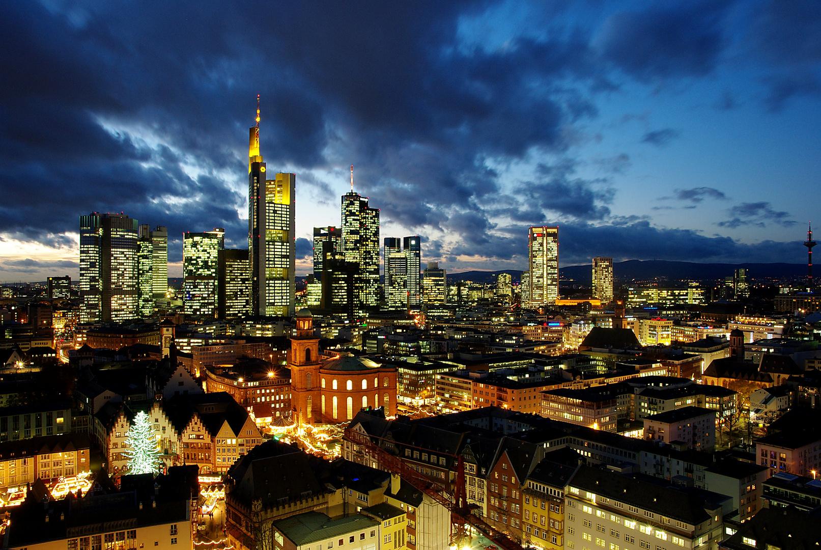 Weihnachtsbaum Frankfurt.Frankfurt Mit Weihnachtsbaum Foto Bild Architektur