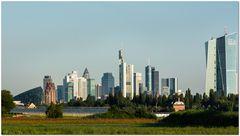 Frankfurt Oberrad - Skyline in der Morgensonne