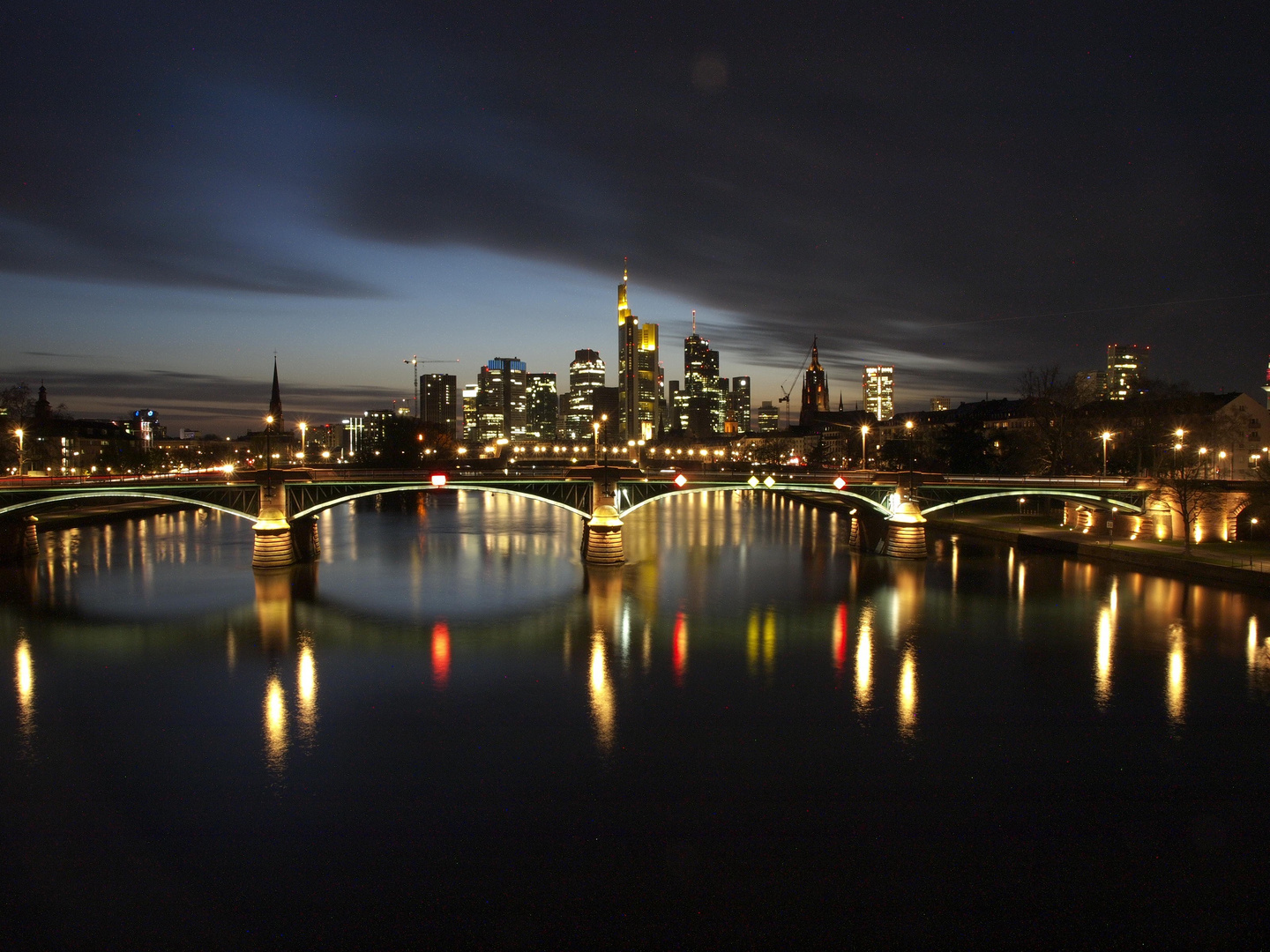 frankfurt skyline foto bild architektur architektur bei nacht nacht bilder auf fotocommunity. Black Bedroom Furniture Sets. Home Design Ideas