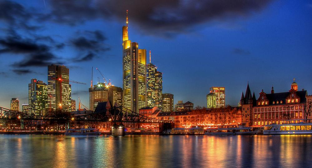 Frankfurt-Skyline am Abend des 30.11.2012